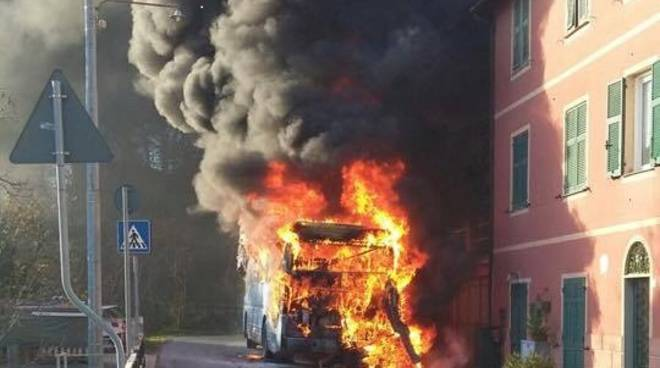 Bus Atp in fiamme