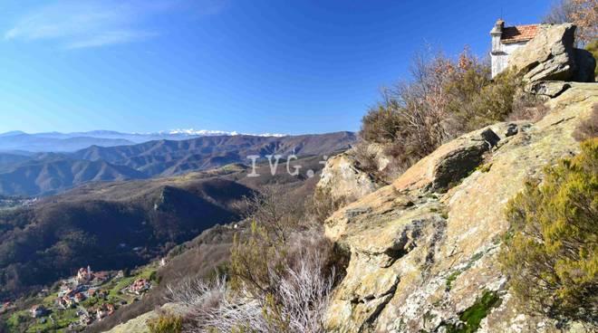 Escursione: La strada megalitica e la Cappella di S.Anna sopra Alpicella (Beigua Geopark)