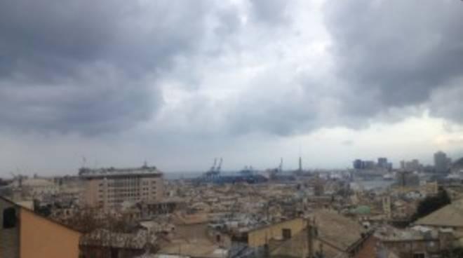 Cielo grigio su Genova