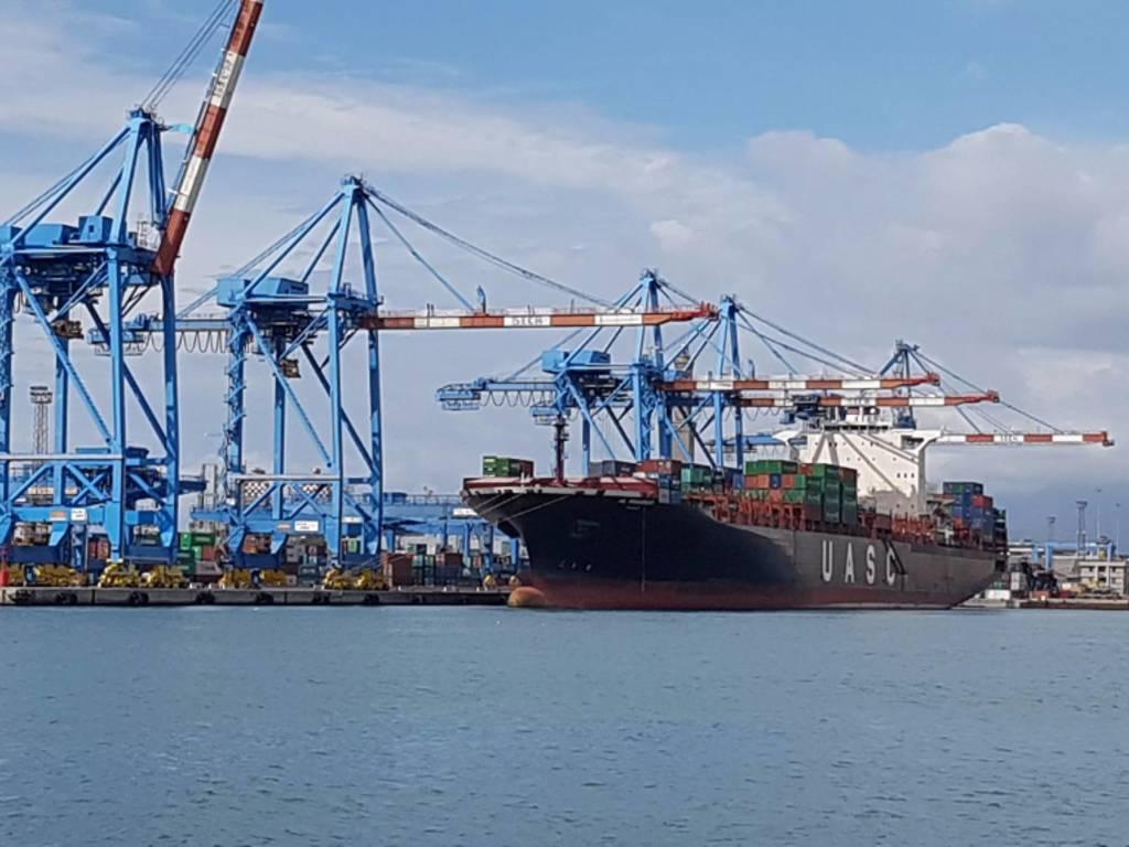 Container navi porto genova