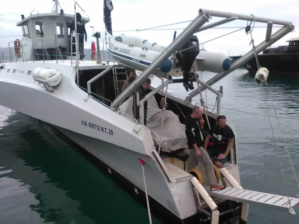 """Il trimarano """"Brigitte Bardot"""" attracca alla Marina di Loano"""