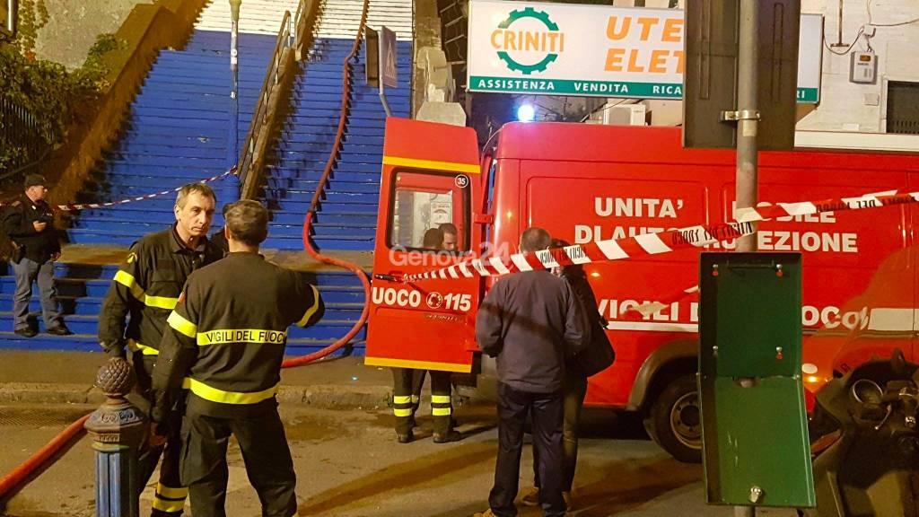 Incendio in scalinata Montaldo: un morto