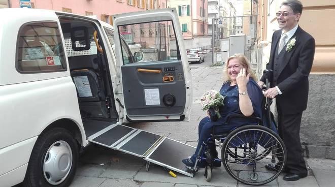 Matrimonio in taxi per Matilde e Piero