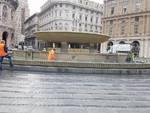 Pulizie della fontana di piazza De Ferrari