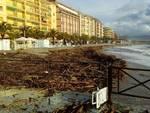 Rifiuti spiaggiati a Borghetto, il commissario incontra i balneari