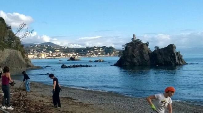 Pulizia Spiaggia Madonnetta