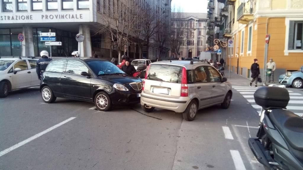 Carambola tra auto a pochi passi da Palazzo Nervi
