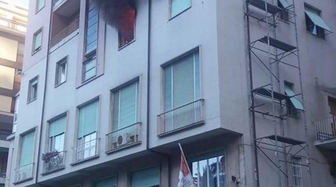 Paura a Camogli, incendio nella palazzina di un hotel