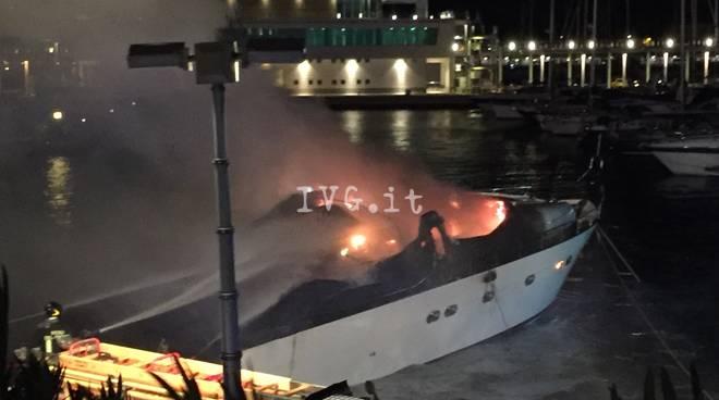 Incendio porto tragedia loano