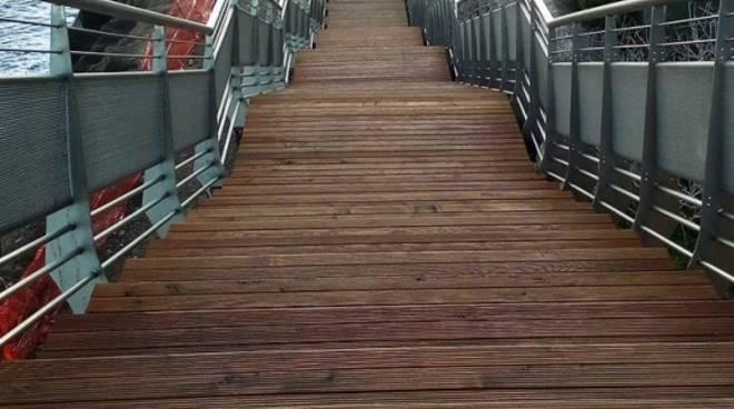 La passerella di Capo Santo Spirito e la passeggiata di Borghetto