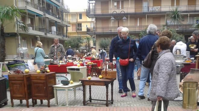 mercatino antichità loano