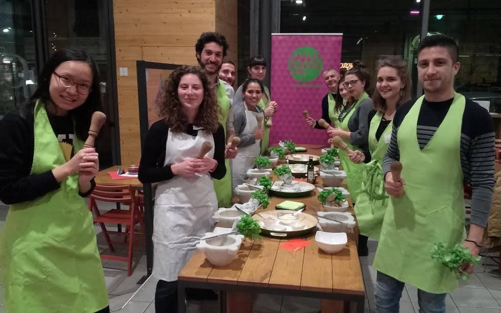 Studenti Erasmus a lezione di pesto
