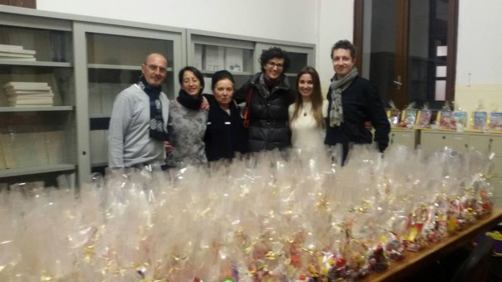 A Savona assessori e consiglieri comunali portano doni ai bambini per la Befana