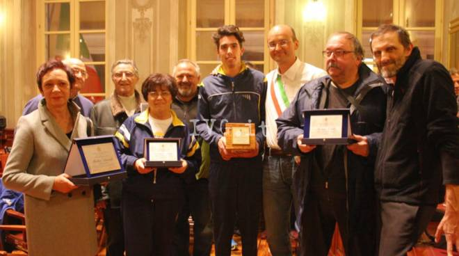 Claudio Cattaneo riceve il trofeo Città di Finale Ligure ATLETA DELL\'ANNO 2016