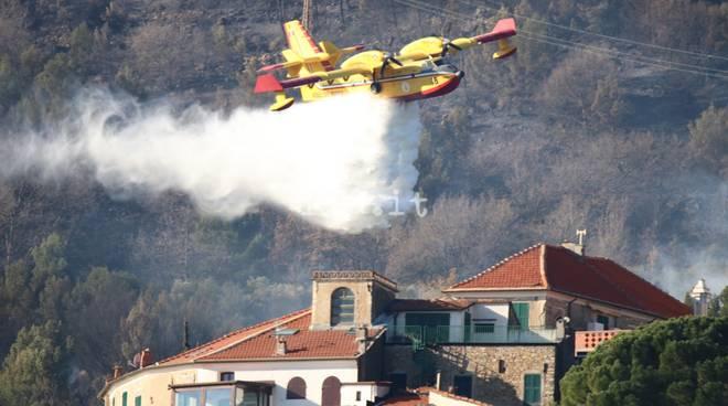Incendi Liguria, 3 canadair nel Ponente