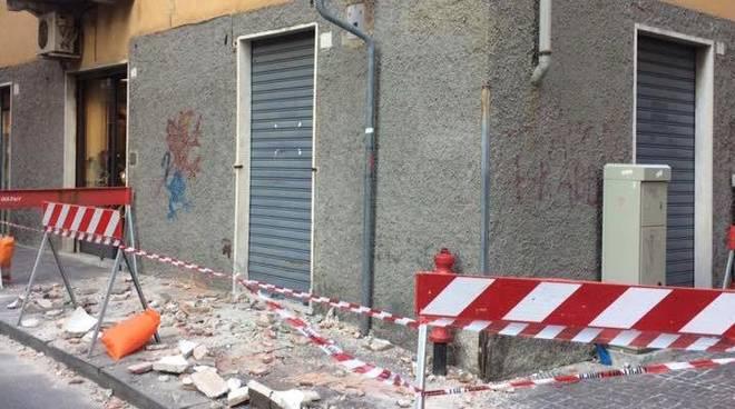 Cornicione crollato in via Orietta Doria a Bolzaneto