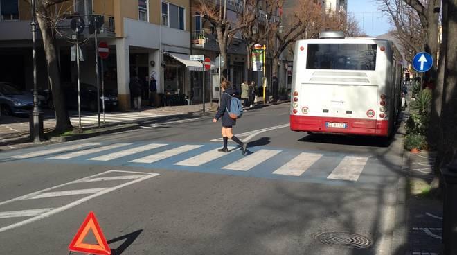 Incidente Auto Bus Albenga viale Pontelungo