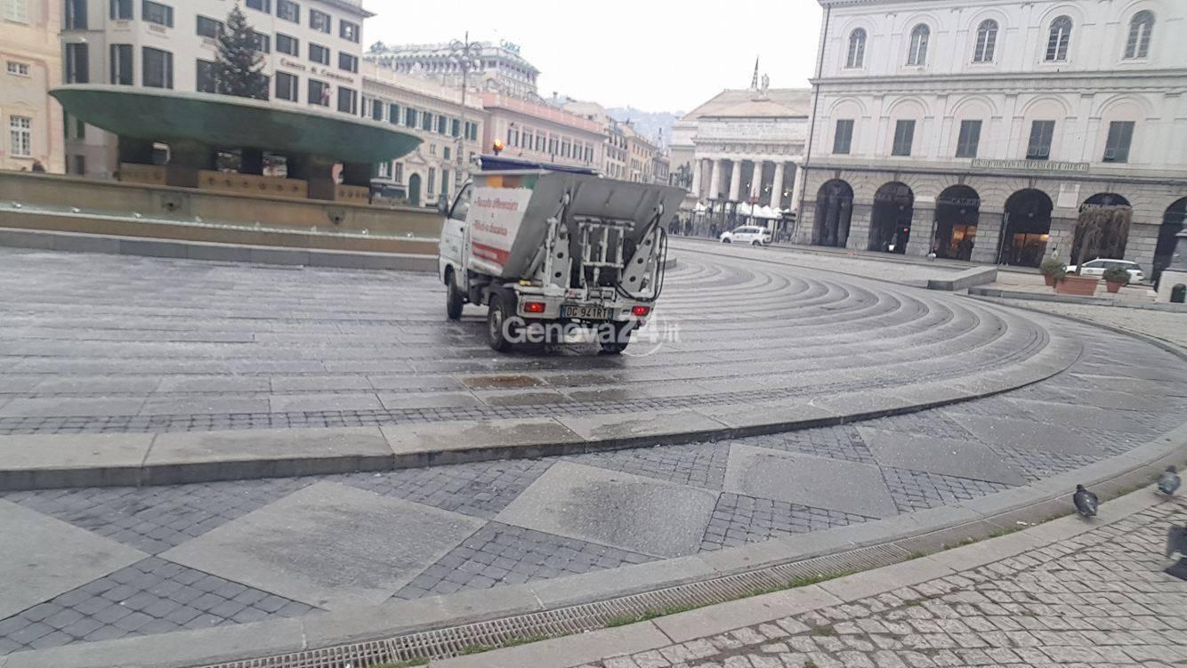 Fontana spenta in piazza De Ferrari