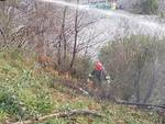 Incendio a Pegli, vigili del fuoco al lavoro: focolai sotto controllo