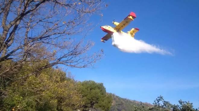 Nuovo incendio boschivo tra Andora e Cervo