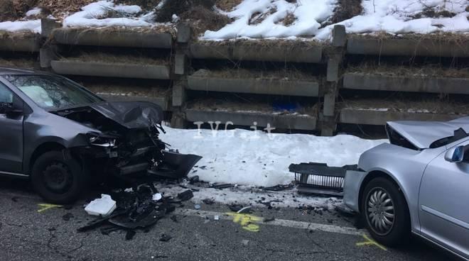 incidente roccavignale ghiaccio camion tir ribaltato