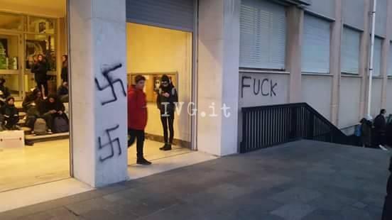 vandali itis svastiche croci naziste