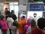 """Gli alunni delle scuole di Loano a bordo della """"Brigitte Bardot"""" di Sea Shepherd"""