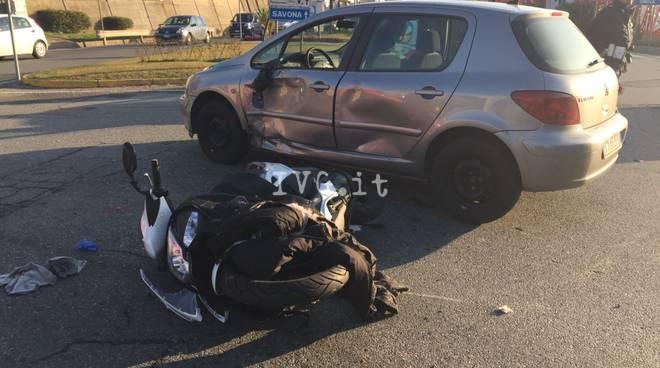 Schianto tra due auto nella notte su via Morganti: feriti sei ragazzi
