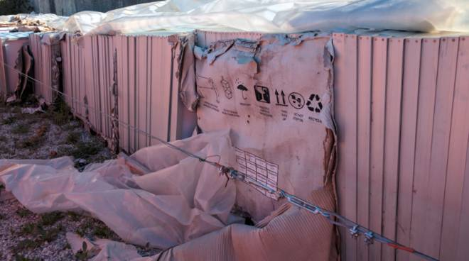 Pannelli fotovoltaici abbandonati a Cogorno