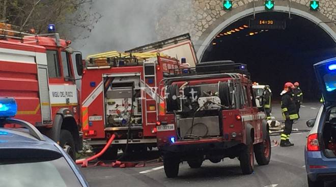 Savona, tir travolge operai in autostrada: due morti