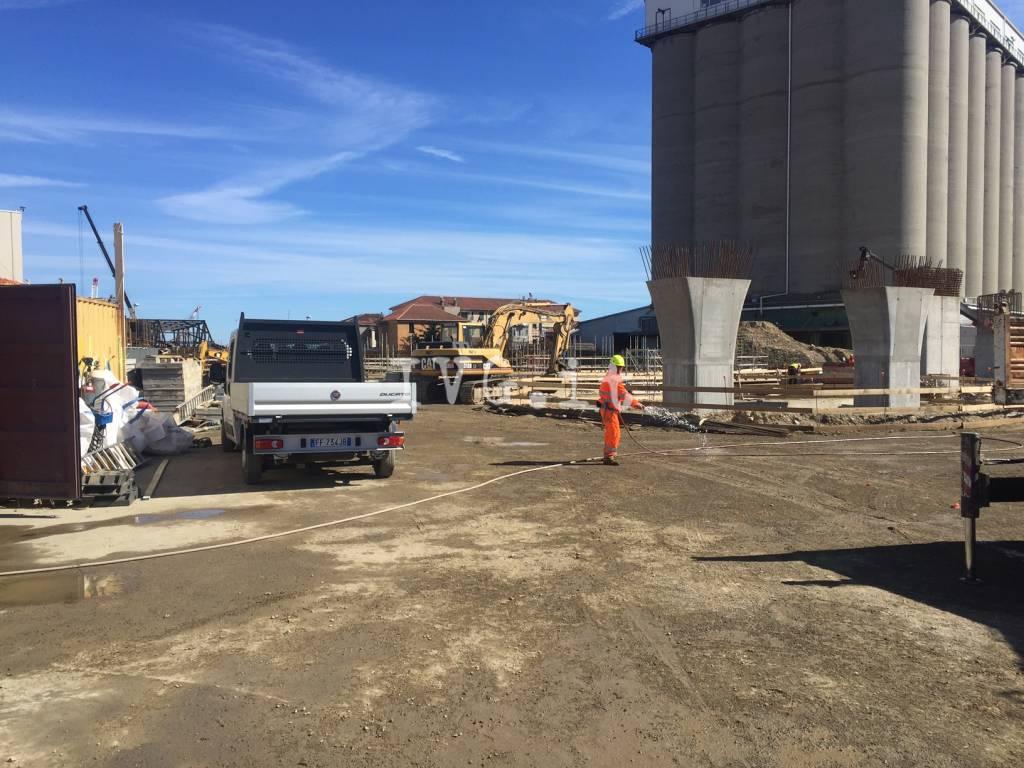 Infortunio in un cantiere a vado ligure grave operaio for Cantiere di costruzione