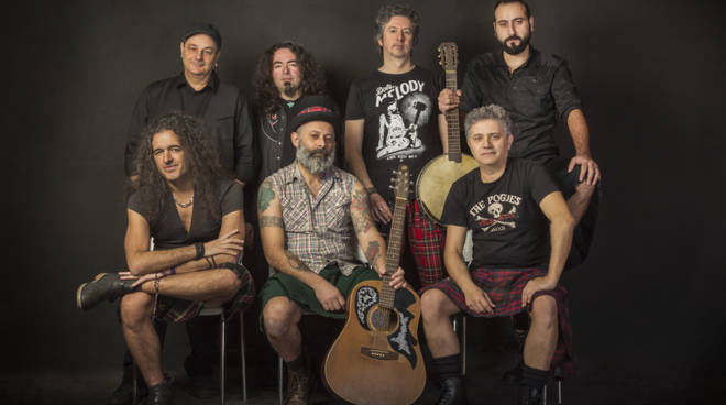 Modena City Ramblers in concertoal Crazy Bull