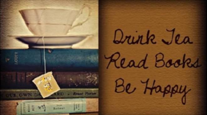 Insieme in biblioteca tra libri e Tè.