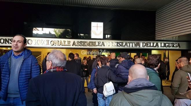 Gioco d'azzardo, protesta in Regione contro le slot