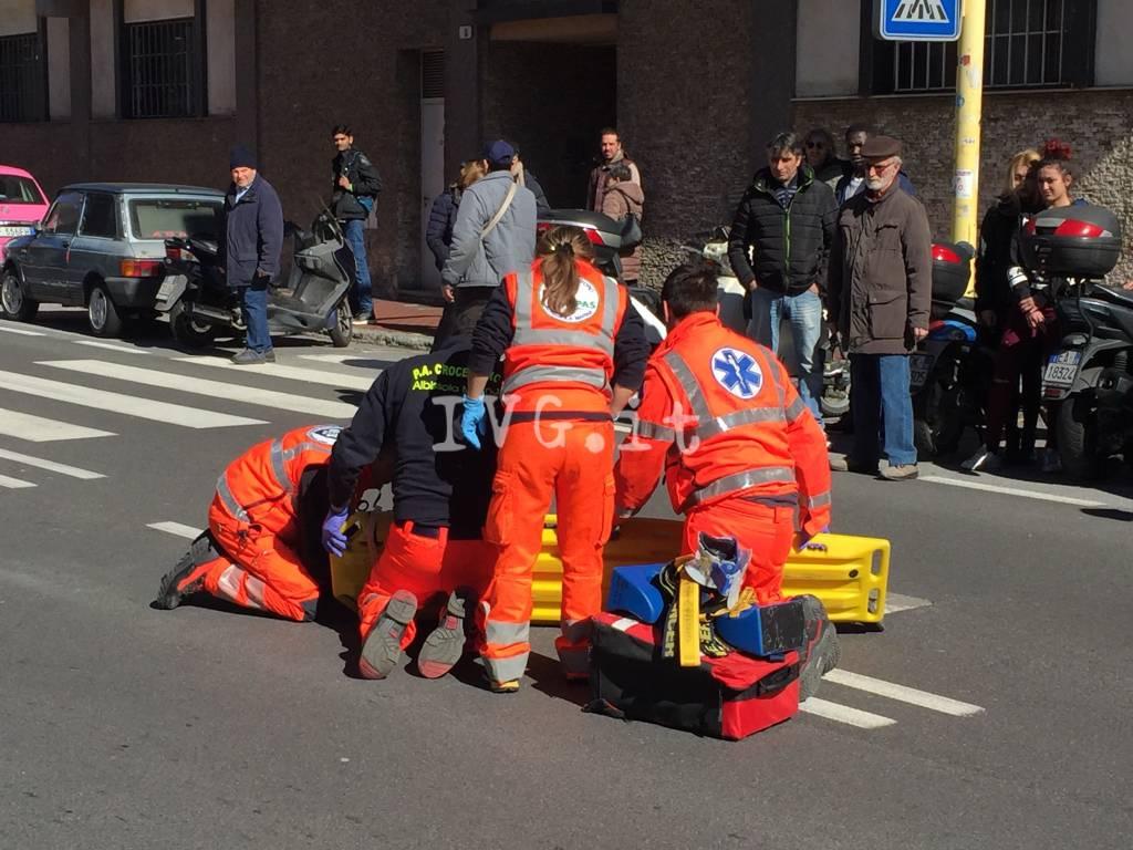 Giovane investita sulle strisce in via Pirandello a Savona
