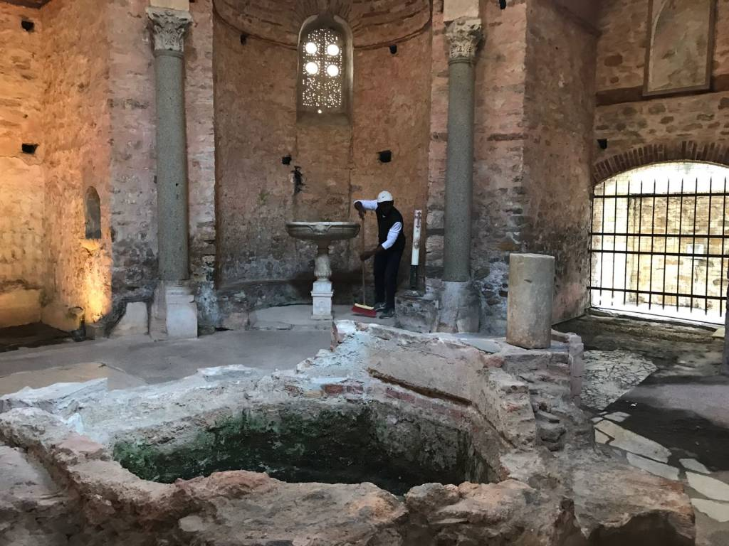 I profughi ripuliscono i luoghi di culto di Albenga