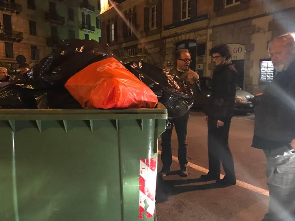 Savona, il sindaco con gli operatori di Ata