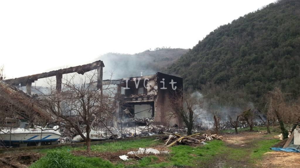 incendio capannone camper pogli ortovero