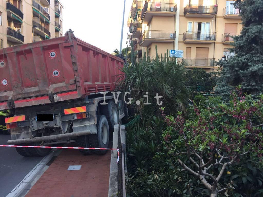 incidente mortale camionista borghetto