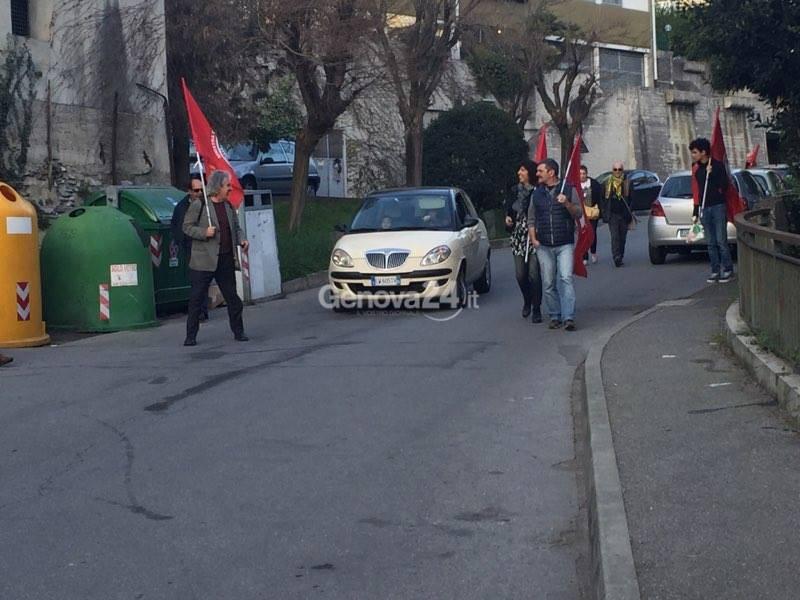"""Migranti a villa Ines, il contro presidio """"antirazzista"""""""