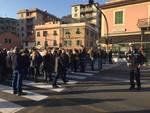 Migranti a Villa Ines, protesta e contro protesta