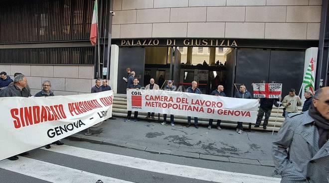 Amianto: corteo a Genova