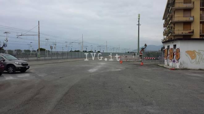 Blitz anti degrado alla stazione di Loano: sgombero e pulizia dell'area