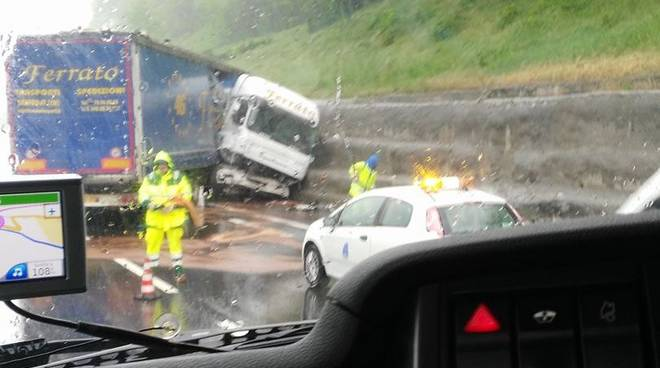 camion testacoda incidente autostrada6
