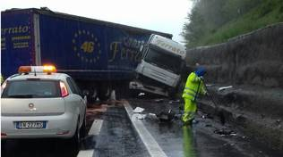 camion testacoda incidente autostrada
