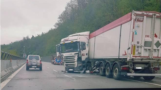 Camion Incidente A6 Torino Savona