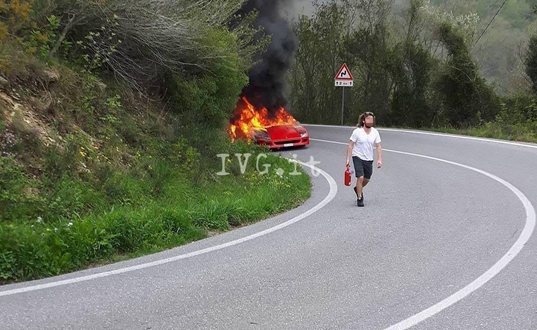 ferrari a fuoco incendio villanova