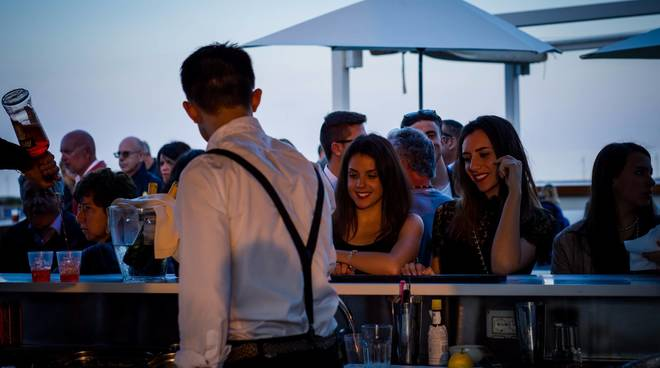 Happy Hour sul mare Yacht Club Marina di Loano
