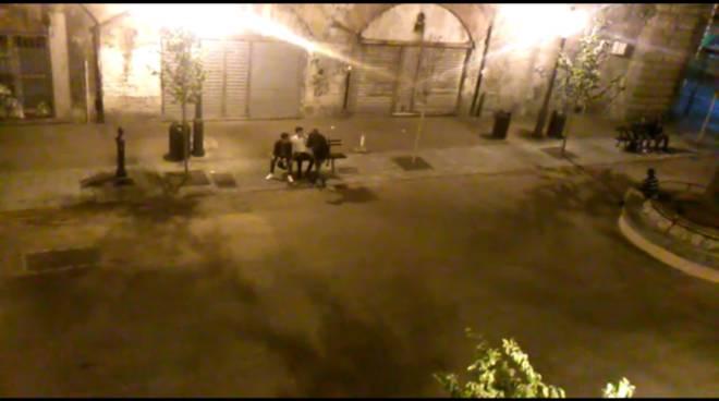 Urla e schiamazzi in piazza Settembrini