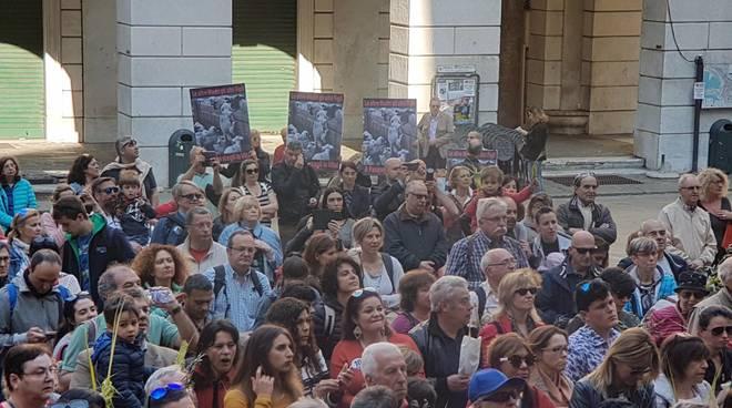 Protesta animalisti cattedrale